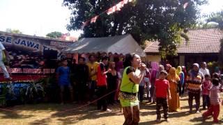 Panjat Pinang Season II di Dermo Bangil, di meriahkan oleh Sis Niken ++