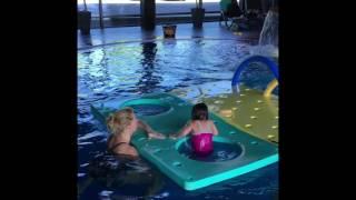 Лиза в бассейне 05.2017
