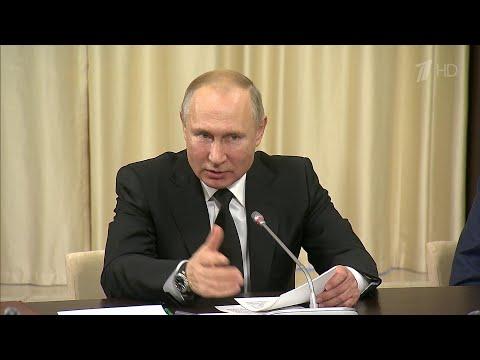 В День Конституции В.Путин говорил с теми, кто наделен исключительным правом толковать ее положения.
