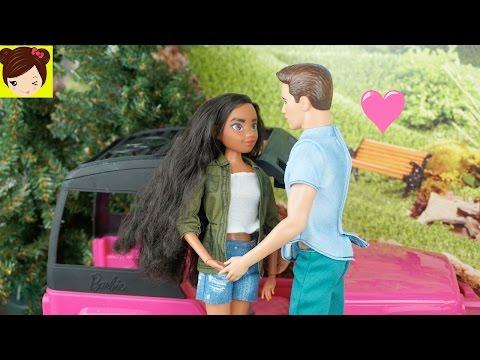 Disney Moana Aprende a Manejar & Tiene su Primer Beso con Tommy - Barbie Camioneta SUV