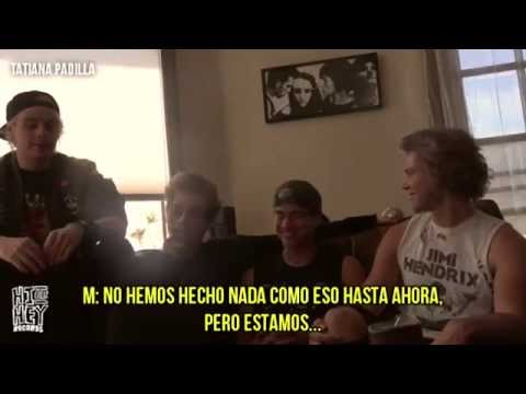 5 Seconds of Summer 'Hey Violet' Signing Hi Or Hey Records (sub español)
