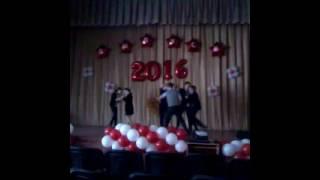 Танцы на уроке музыки под зажигательные песни!!!!)