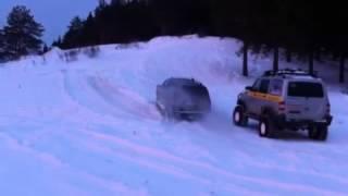 Гранд чероки в снегу