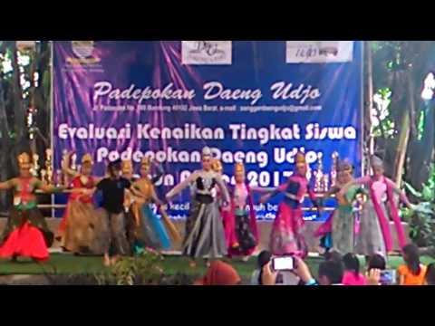 Mojang Priangan - Tari Jaipong Angklung Udjo