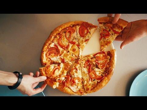 Готовим толстую пиццу с пепперони, ветчиной и грибами дома