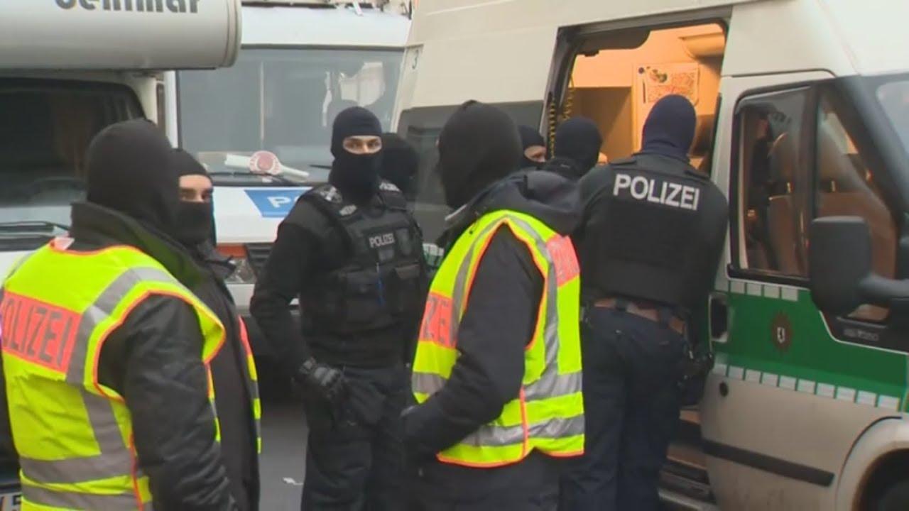 Terror Finanzierung: Polizei durchsucht Moschee in Berlin