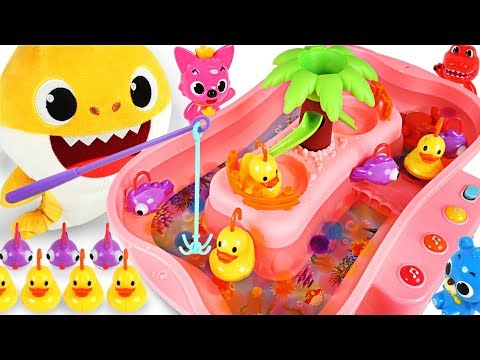 Let's go Fishing Game! Baby Shark vs Daddy Shark! Who's the Winner? - PinkyPopTOY