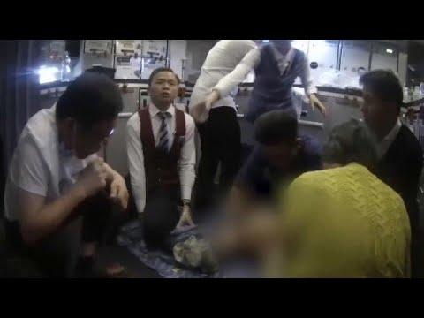 شاهد: إنقاذ حياة مسافر بشفط بوله ونفثه في كوب أثناء رحلة جوية…  - نشر قبل 34 دقيقة