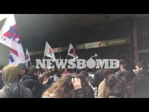 newsbomb.gr: Διαμαρτυρία καθαριστριών στο υπουργείο Εργασίας