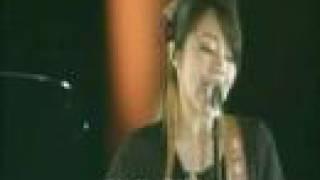 Hitomi Yaida's Te to Namida, acoustic live.