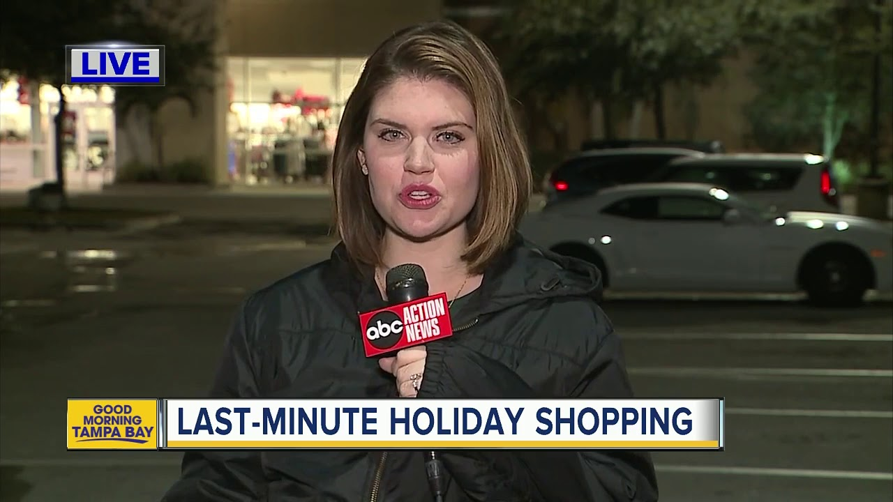 Here's How Late Retailers Are Open on Christmas Eve