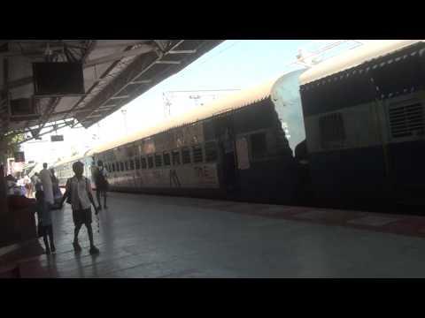 Guruvayur Express Entering & Leaving Srirangam & Xing Cauvery River