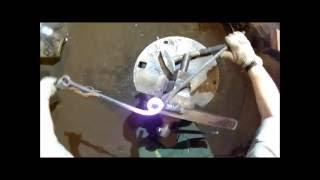 Оттяжки с торсировкой(Видео урок, как сделать оттяжки с торсировкой. На видео делаются оттяжки с торсировкой из квадрата сечением..., 2016-06-20T19:41:28.000Z)
