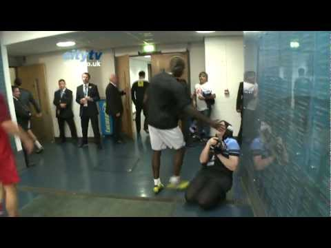 FUNNY Mario Balotelli v City Photographer