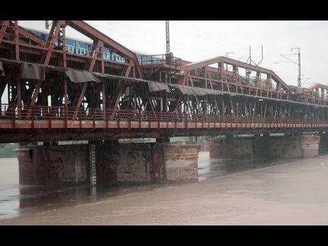 On-board 22129 Tulsi Express crossing the Yamuna Bridge towards Allahabad Jn