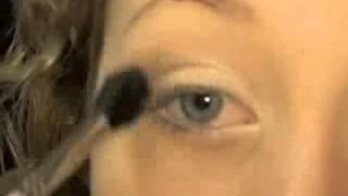 Neutral Eye with a Bright Lip Tutorial Thumbnail