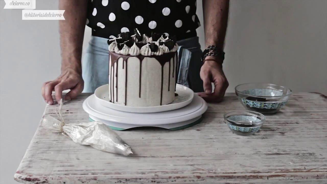 Decorating Cookies Cream Cake