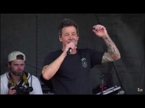 Simple Plan - Welcome To My life (Live @ Vans Warped Tour 2018)