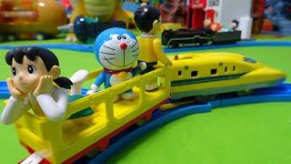 ドクターイエローにしずかちゃんが乗ってジャイアンの機関車を追いかける!ドラえもんとのび太君はどこ?プラレール