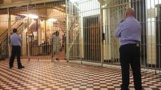 Gardiens de prison (59 minutes)