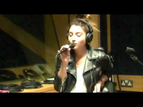 Yasmin - Finish Line [LIVE] Acoustic Session at In:Demand