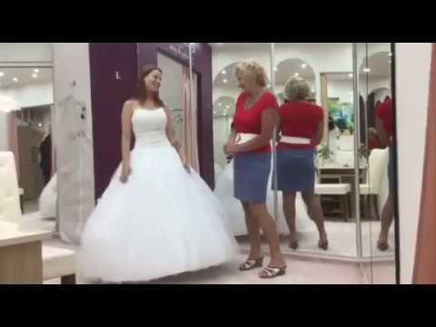 26aae0c34e8c Youtube videók - Menyasszonyi ruhák, Alkalmi ruhák, Báli ruhák ...