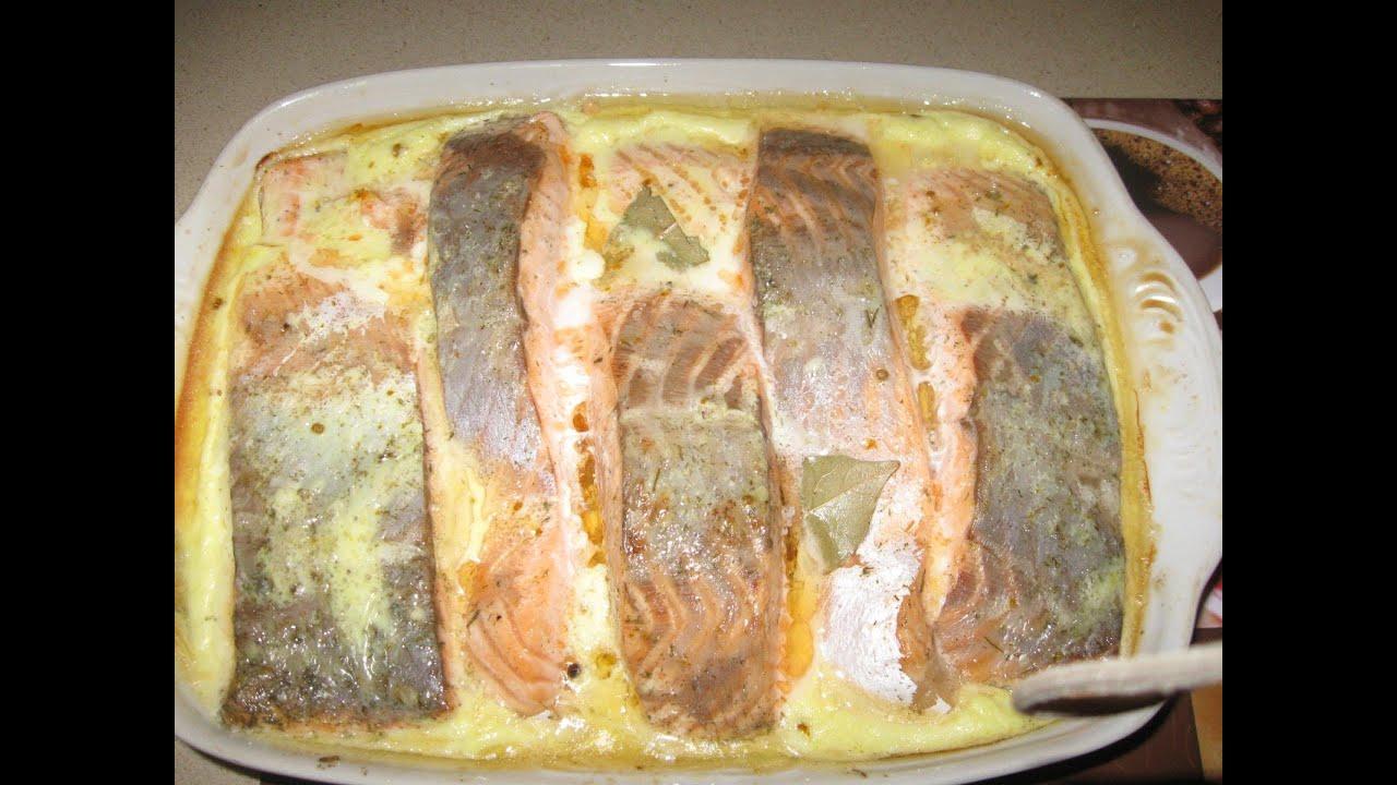 семга в духовке в сметанном соусе с сыром