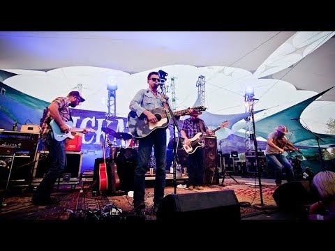 Mountain Stage (S02E03) Turnpike Troubadours - Before The Devil Knows We're Dead @Pickathon