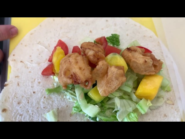 LIONFISH SNACK ARUBA -DELICIOUS LIONFISH WRAPS-FILMING BEFORE COVID