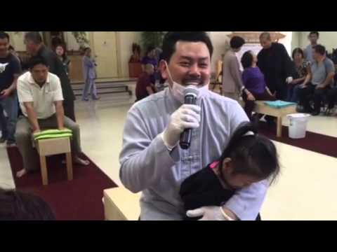 Thầy võ hoàng yên nắn khớp háng cho bệnh nhân bị ngắn chân