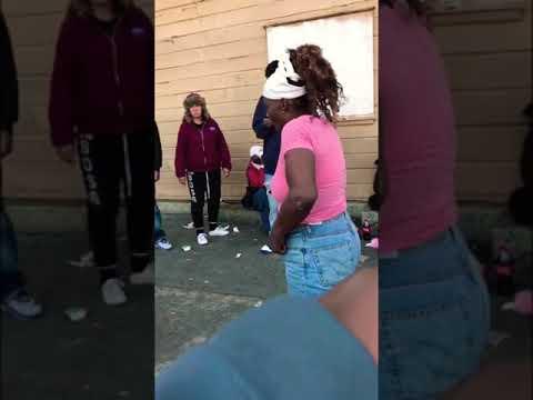 Crackheads fight 😂 must watch ‼️ thumbnail