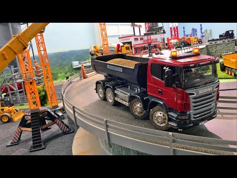 BRUDER TRUCKS the Bridge Project in JACK CITY Bruder Excavators performing Jack plays!