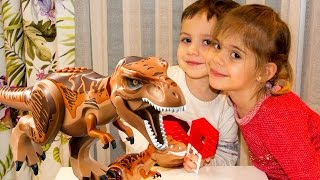 Видео для детей.  Элис и Тимур делают динозавра из ЛЕГО.(Тимур очень любит играть с динозаврами! А вот и Элис пришла! Ой! Что это за звуки? Это ДИНОЗАВРЫ! Смотри, Тимур..., 2016-02-29T12:31:37.000Z)