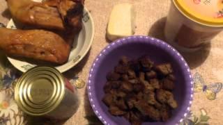 Чесночные сухарики + салат с копченой курицей и сухарями
