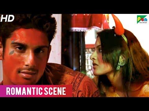Hot Kissing Scene of Prateik Babbar And...