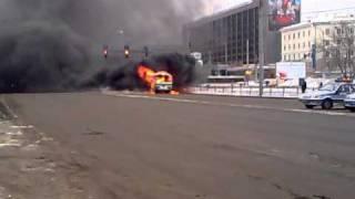 В Екатеринбурге горит автобус ПАЗ.mp4