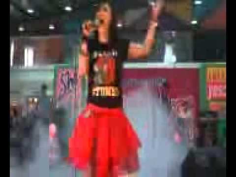BLOODYMARY  ADALAH KAU(live in ANEKA YESS!)