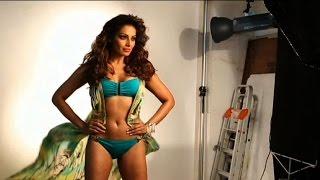 Video Bipasha Basu Hot Photoshoot in bikini download MP3, 3GP, MP4, WEBM, AVI, FLV April 2018