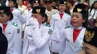 Seluruh Anggota Paskibra Menangis Histeris Karena Bendera Gagal Berkibar