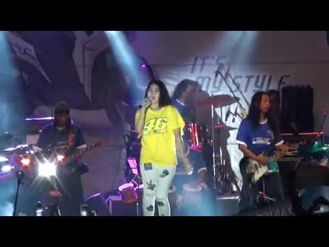 Akad Payung Teduh VIA VALLEN Feat WALLET