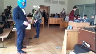 АГОНЬ Троллинг Шабунина в суде. Филимоненко в шлеме. Это видео удалял Шабунин за 1500$