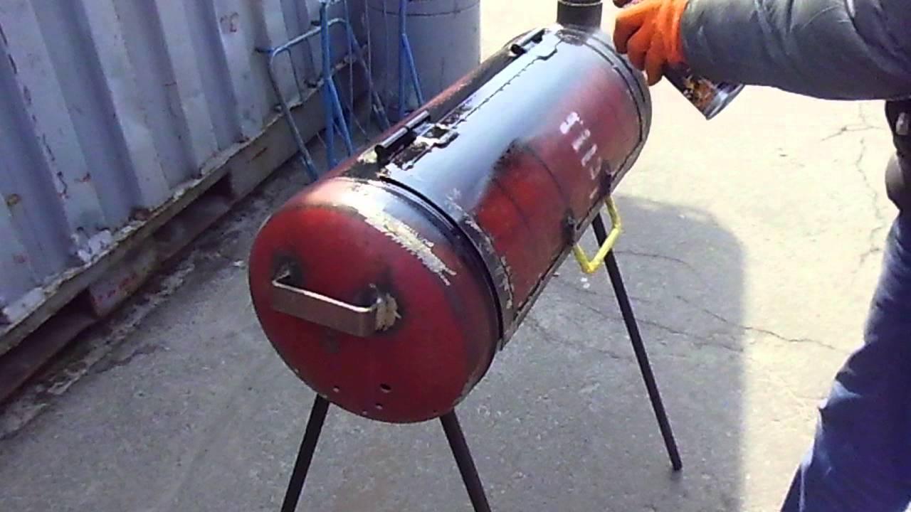 Перед тем, как купить термостойкую краску по металлу, необходимо подготовить поверхность к ее нанесению. Подготовка стандартная: зачистка от грязи, удаление ржавчины, обезжиривание. Нанесение огнеупорной краски по металлу можно производить кистью, распылителем или валиком, то есть, как.