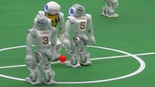 فيديو: الروبوتات الأمريكية تهزم الأسترالية في كرة القدم