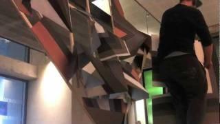 Clemens Behr : réalisation d'un origami éphémère en gare d'Amiens