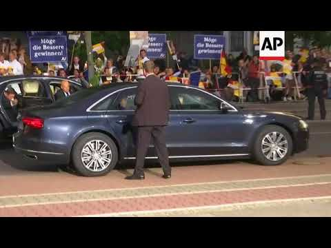 Merkel and Schulz arrive for live TV election debate