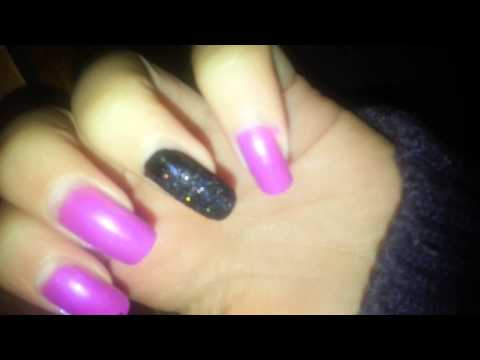 Evilmore show her long painted nails for the first time (video 1)