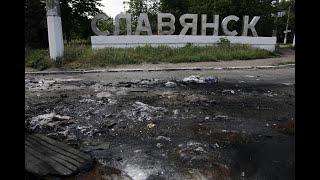 Славянск, 2014 г.  Митяй и Бешеный идут пешком на войну (видео с мобильного телефона)