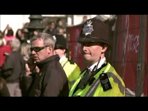 London Marathon pays tribute to Boston bombing victims