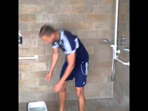 benedikt howedes ice bucket challenge