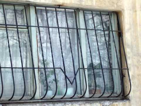 Недорогая простая решетка на окно из квадрата ,оконная решетка сварная металлическая